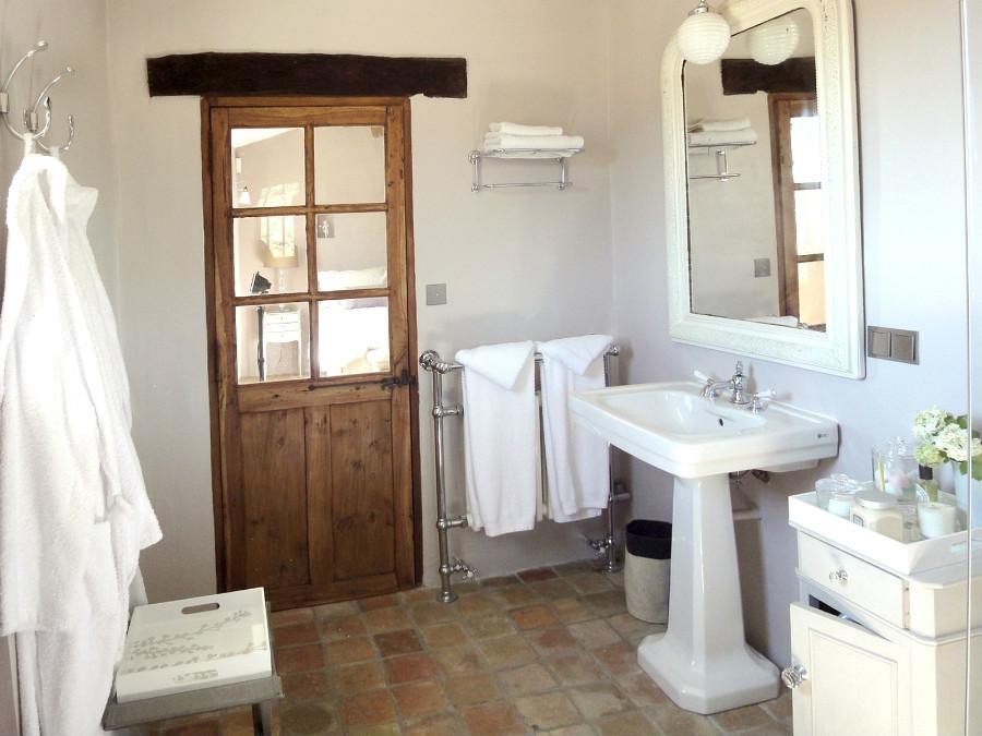 Portes anciennes dans une chambre nos r alisations portes antiques for Porte placard vitree
