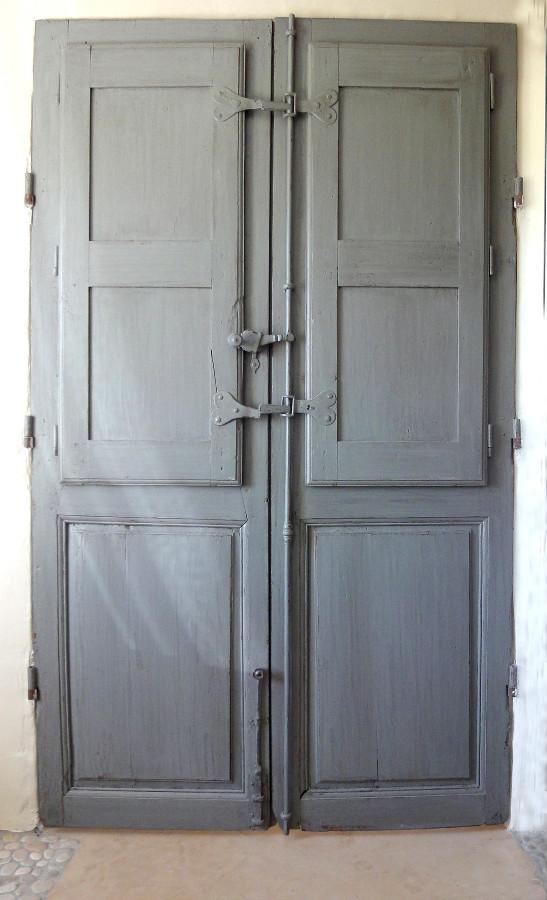 Porte vitr e avec volets int rieurs portes int rieures for Volets interieurs