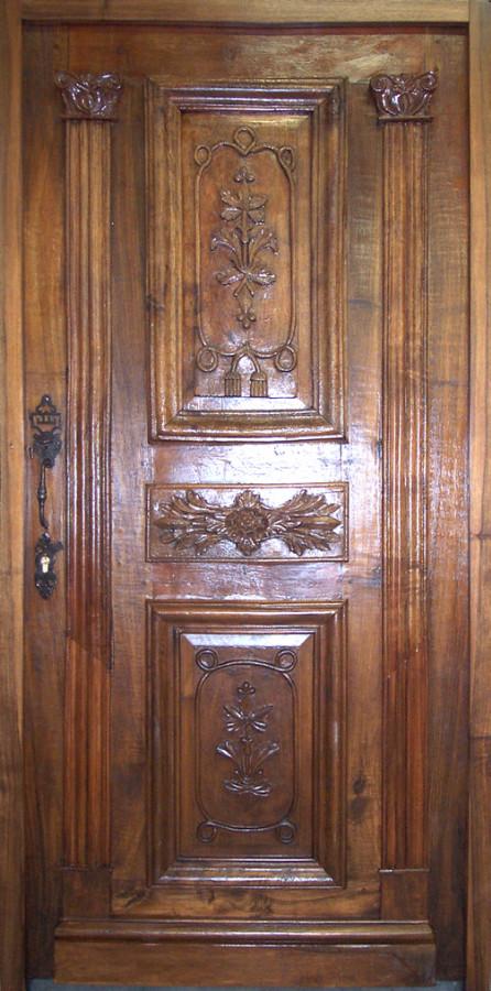 Porte louis xviii en noyer sculpt e portes d 39 entree for Porte d entree provencale