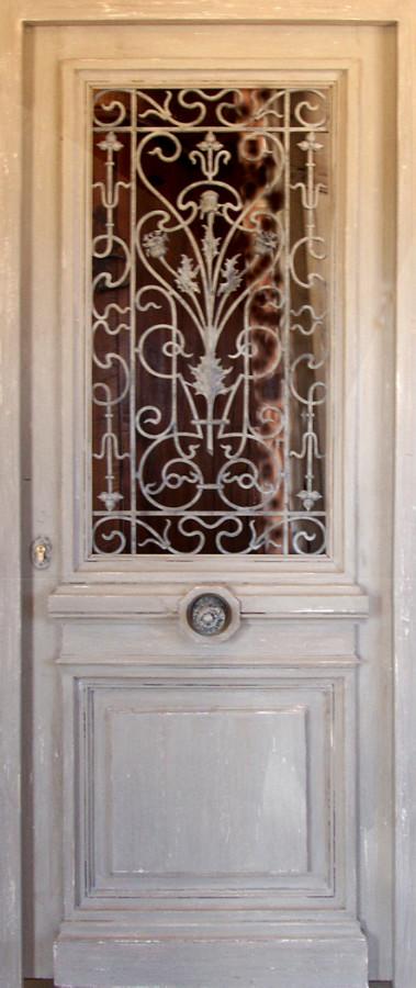 porte avec ouvrant vitr grille en fonte portes d 39 entree portes antiques. Black Bedroom Furniture Sets. Home Design Ideas