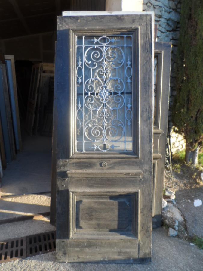 Porte fer forg en l 39 tat portes antiques for Porte de placard en fer forge