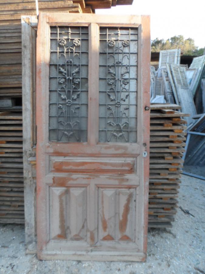 Porte avec fleurs en fer forg en l 39 tat portes antiques for Porte de placard en fer forge