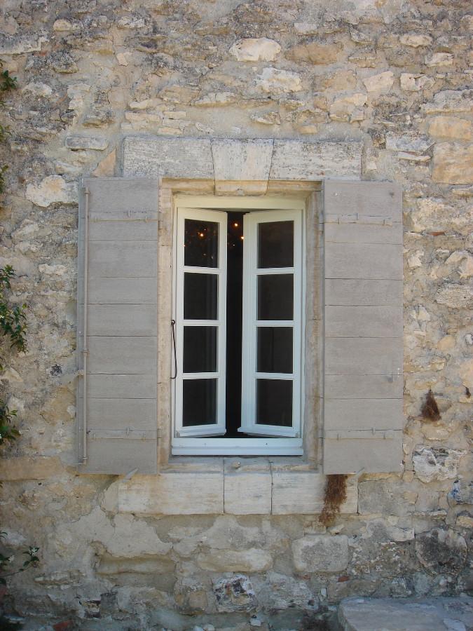 Fen tre et volets menuiseries bois portes antiques for Fenetre et volet