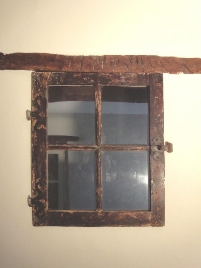 Fenestron entre dressing et escalier portes de rangement for Portes interieures decoratives